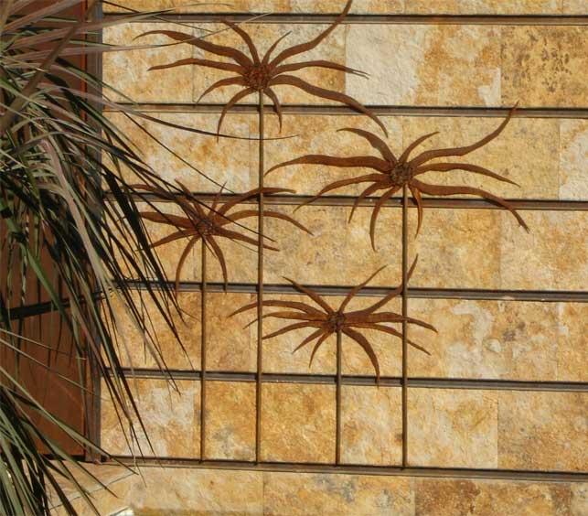 Mural de piedra y acero