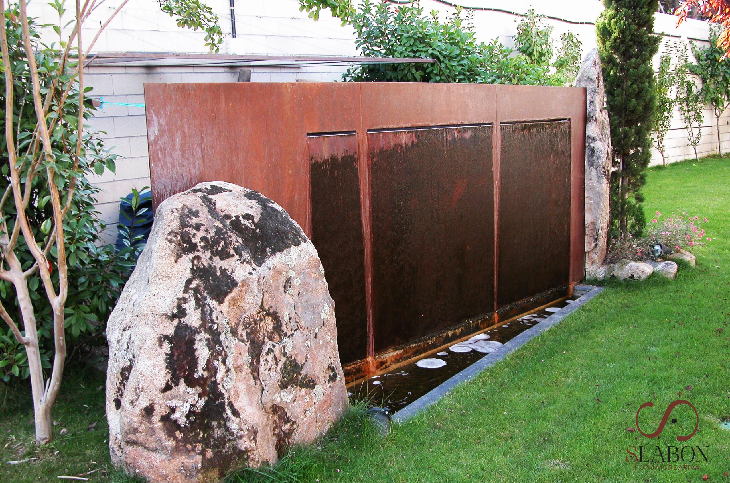 Fuente entre piedras - Slabon Forja Creativa